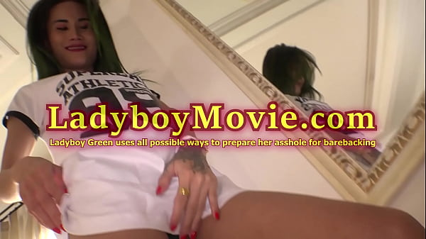 Shemale Green Gives Oral And Fucktoys Bum Before